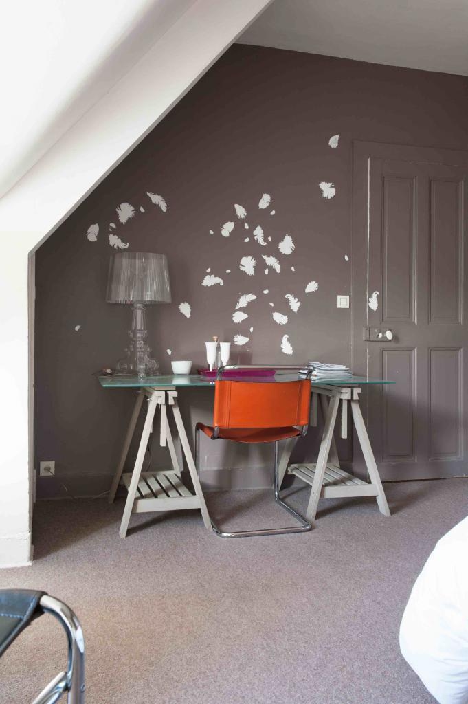 espace travail dans la chambre mandarine de castel jolly